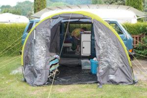 Fast fertig: Das erste Nachtlager in der Nähe von Vlotho