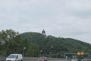 Das Kaiser-Wilhelm-Denkmal hoch über Porta Westfalica